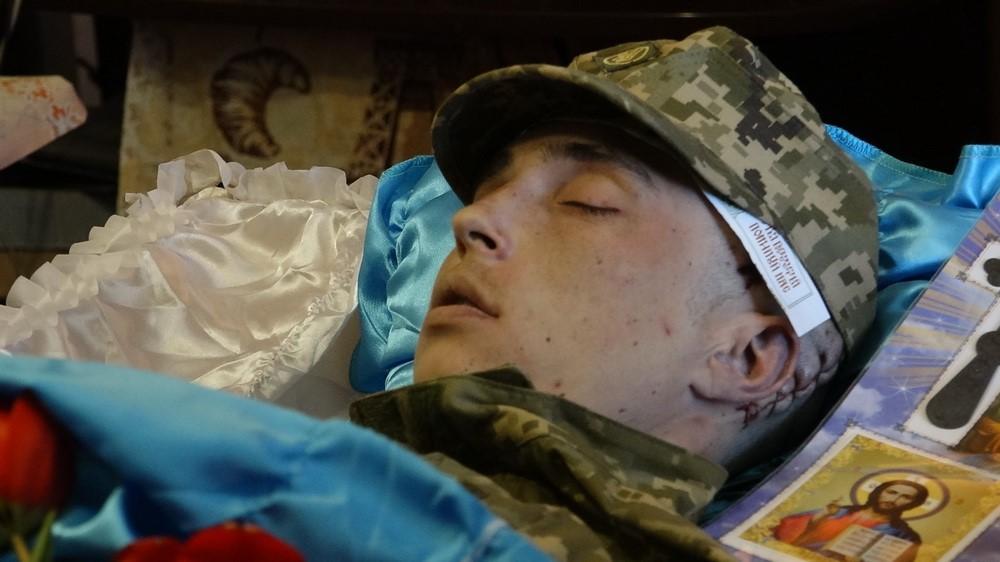 ЧП в Чугуеве: тело новобранца вернули семье и попытались представить, что солдат повесился дома
