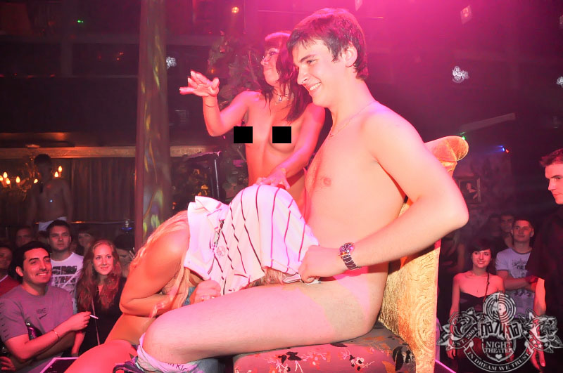 skritiy-seks-v-klube