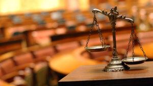 «Окно возможностей, которое пробили трупами на Институтской, захлопнулось с грохотом» — правоведы и законники оценили Судебную реформу