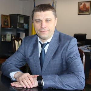 Чужие квартиры и «мутные» схемы: как живет главный налоговик Буковины Виталий Шпак